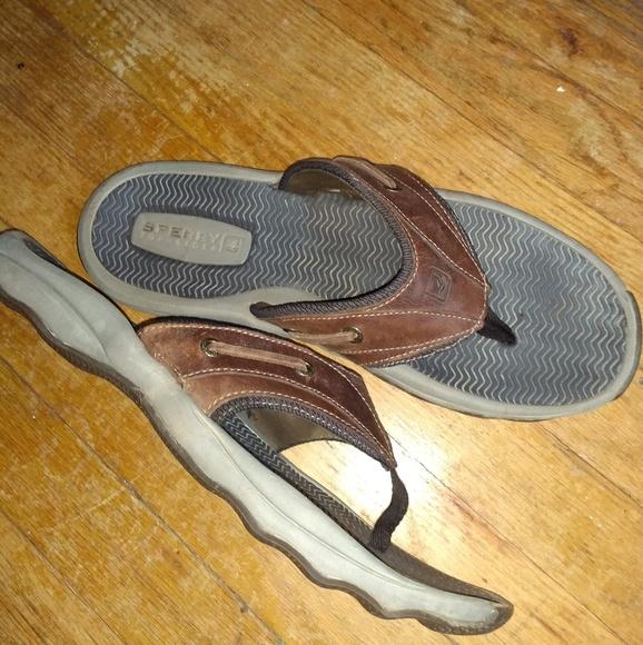 1723e90d7 Sperry men s leather flip flops. M 5b8ac81fc89e1dab8efb911f